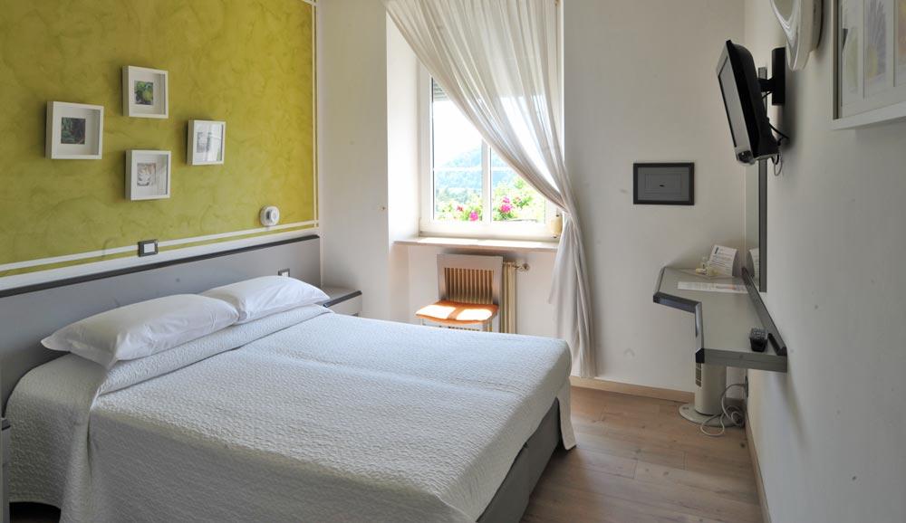 Liberty Hotel Levico Terme: camera Comfort bianca
