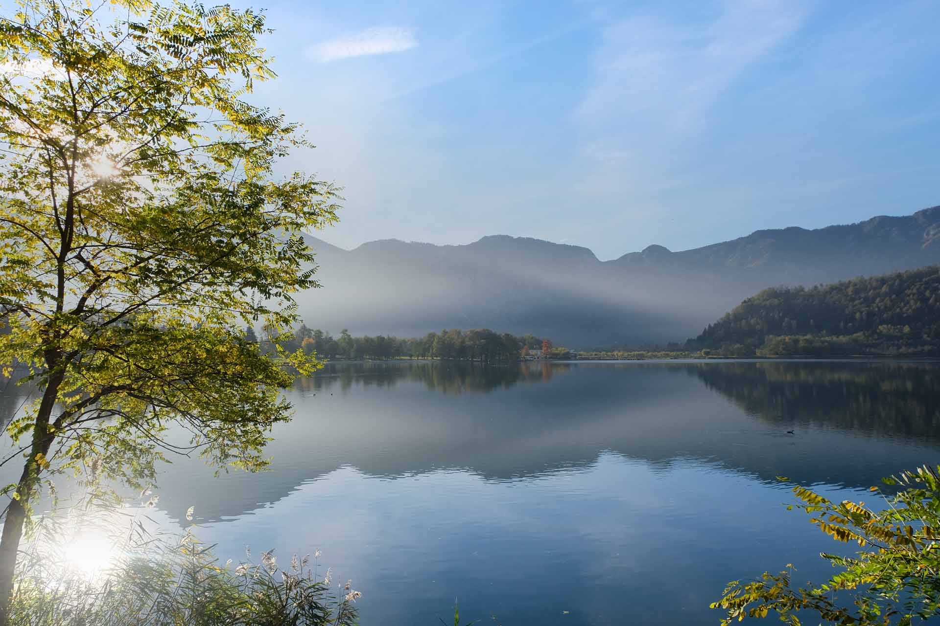 Lago di Levico in autunno