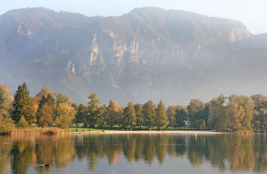 Lago di Levico: passeggiata lungo lago al tramonto